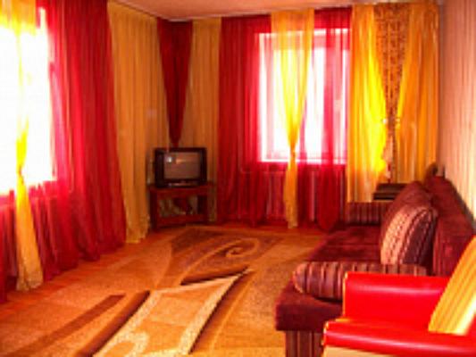 2-комнатная квартира посуточно в Нежине. ул. Независимости, 16. Фото 1