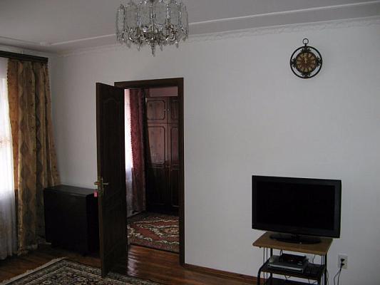 3-комнатная квартира посуточно в Трускавце. ул. Владимира Ивасюка, 1. Фото 1