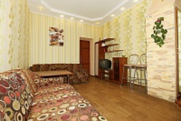 2-комнатная квартира посуточно в Кременчуге. ул. 1905 года, 37. Фото 1