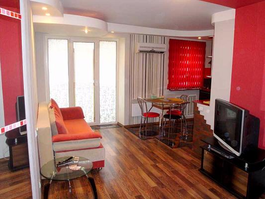 3-комнатная квартира посуточно в Херсоне. Суворовский район, пр-т Ушакова, 62. Фото 1