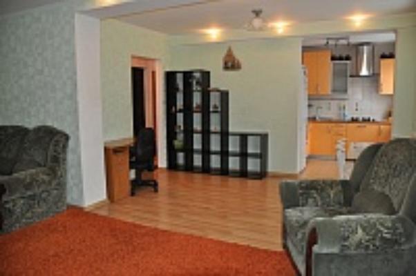 3-комнатная квартира посуточно в Полтаве. Киевский район, ул. Баленка, 11. Фото 1