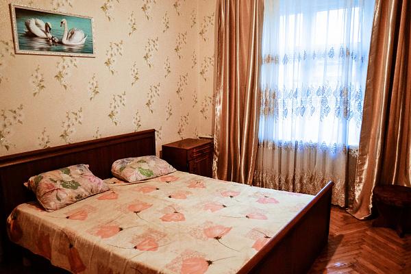 2-комнатная квартира посуточно в Харькове. Дзержинский район, пр-т Науки (Ленина), 15. Фото 1