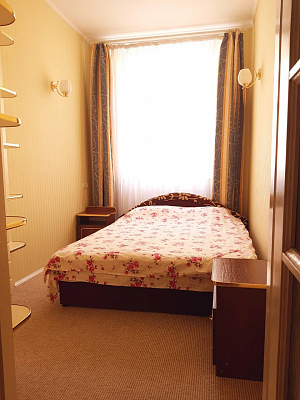 2-комнатная квартира посуточно в Львове. Галицкий район, ул. Руська, 12. Фото 1
