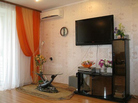 3-комнатная квартира посуточно в Ильичёвске. ул. Парковая, 20. Фото 1