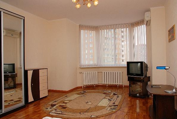 1-комнатная квартира посуточно в Киеве. Дарницкий район, пр-т Григоренко П., 28. Фото 1