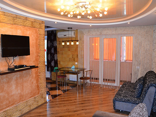 2-комнатная квартира посуточно в Херсоне. Суворовский район, ул. Потемкинская, 35. Фото 1