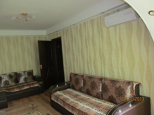2-комнатная квартира посуточно в Киеве. Соломенский район, ул. Липковского, 11. Фото 1