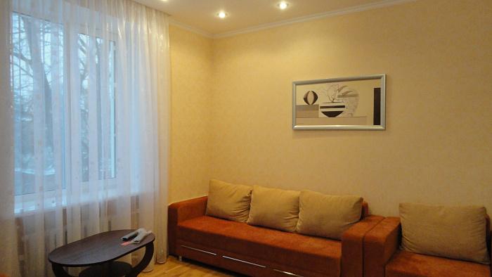 2-комнатная квартира посуточно в Чернигове. Деснянский район, ул. Гетьмана полуботка, 20. Фото 1