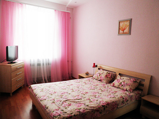 2-комнатная квартира посуточно в Киеве. Днепровский район, б-р Дарницкий, 11. Фото 1