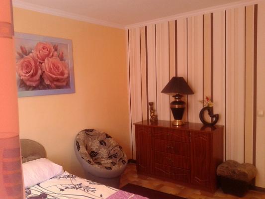 2-комнатная квартира посуточно в Черкассах. ул. Симоненка, 3. Фото 1