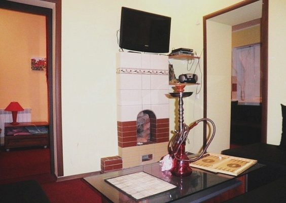 2-комнатная квартира посуточно в Донецке. Ворошиловский район, Красноармейская , 29. Фото 1