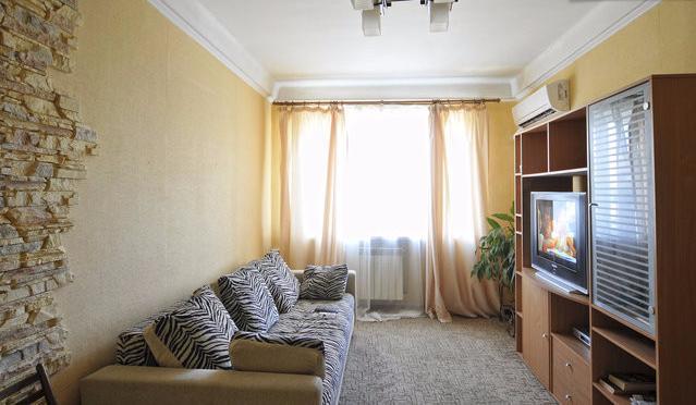 2-комнатная квартира посуточно в Киеве. ул. Белорусская, 17а. Фото 1