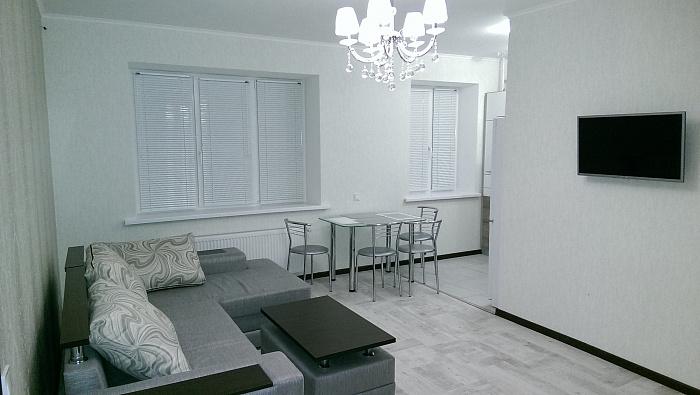 2-комнатная квартира посуточно в Полтаве. Октябрьский район, ул. Конституции, 10. Фото 1