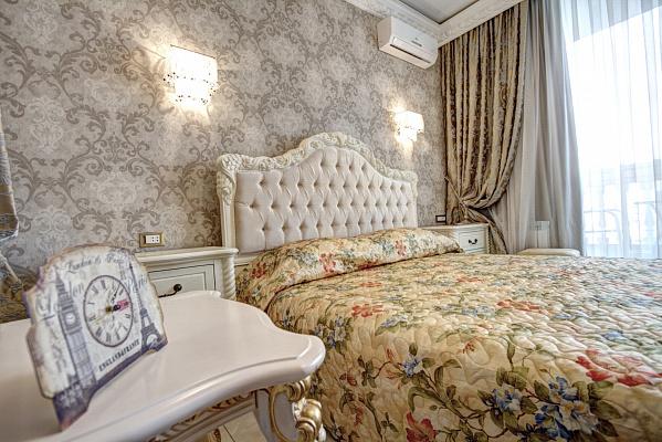 1-комнатная квартира посуточно в Одессе. Приморский район, ул. Греческая, 1А. Фото 1