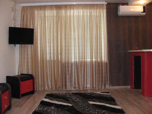 1-комнатная квартира посуточно в Запорожье. Орджоникидзевский район, пр-т Соборный, 129. Фото 1