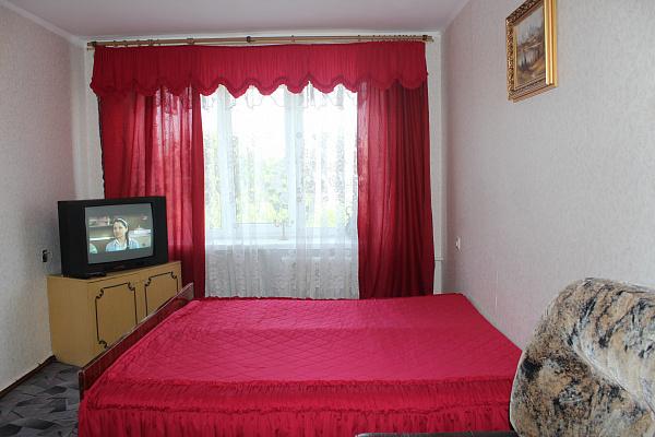 2-комнатная квартира посуточно в Ровно. ул. Богоявленская, 4а. Фото 1