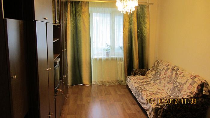 3-комнатная квартира посуточно в Днепропетровске. Кировский район, ул. Юрия Савченко, 97. Фото 1