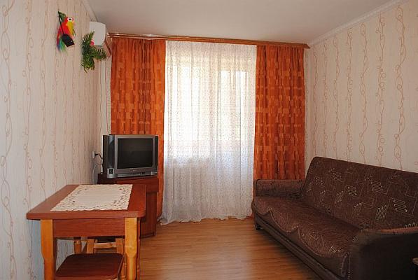 1-комнатная квартира посуточно в Феодосии. б-р Старшинова, 10. Фото 1