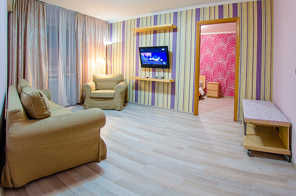 2-комнатная квартира посуточно в Киеве. Печерский район, б-р Леси Украинки, 10. Фото 1