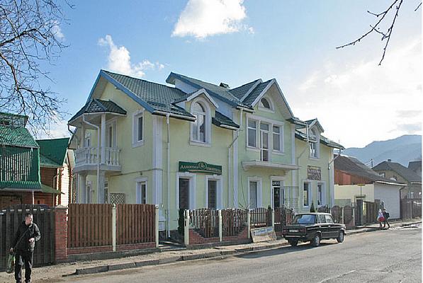 Дом  посуточно в Сколе. ул. Стрийская, 26 . Фото 1