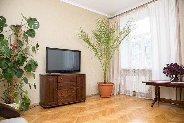 3-комнатная квартира посуточно в Львове. Галицкий район, ул. Петра Дорошенко, 27. Фото 1