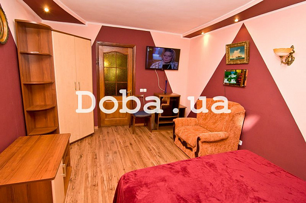2-комнатная квартира посуточно в Феодосии. ул. Одесская, 2. Фото 1