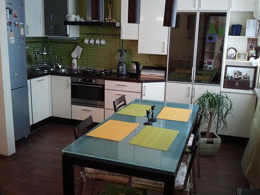 3-комнатная квартира посуточно в Севастополе. Гагаринский район, ул. Юмашева, 4-Б. Фото 1
