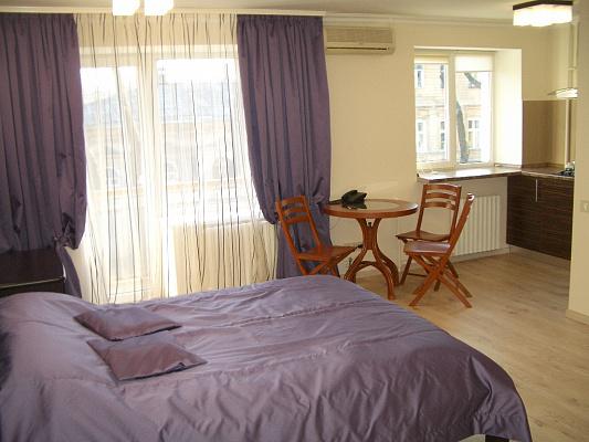 1-комнатная квартира посуточно в Одессе. Приморский район, Еврейская, 9. Фото 1