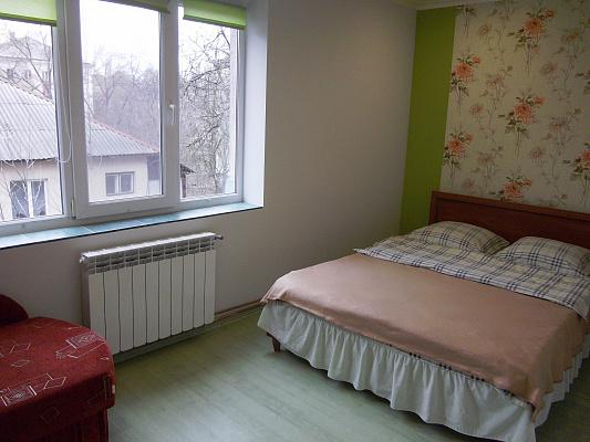 2-комнатная квартира посуточно в Ужгороде. ул. Одесская, 33А. Фото 1