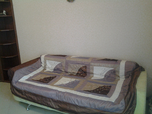 2-комнатная квартира посуточно в Евпатории. ул. Революции, 15. Фото 1