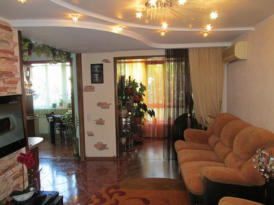 2-комнатная квартира посуточно в Алуште. Ленина, 49. Фото 1