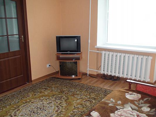 1-комнатная квартира посуточно в Новограде-Волынском. пл. Леси Украинки, 1. Фото 1