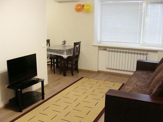 2-комнатная квартира посуточно в Полтаве. Киевский район, ул. Крамского, 5. Фото 1