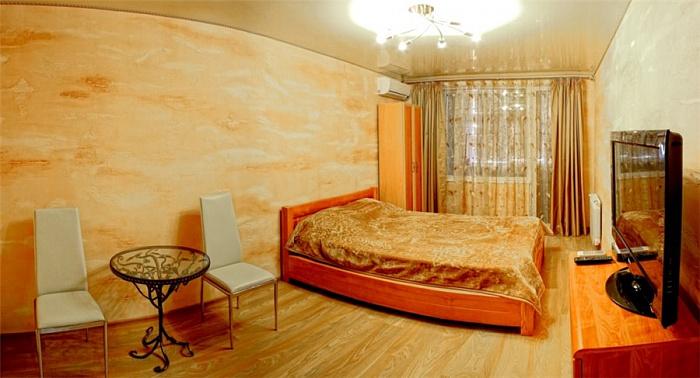 1-комнатная квартира посуточно в Севастополе. Гагаринский район, пр-т Октябрьской Революции, 42. Фото 1