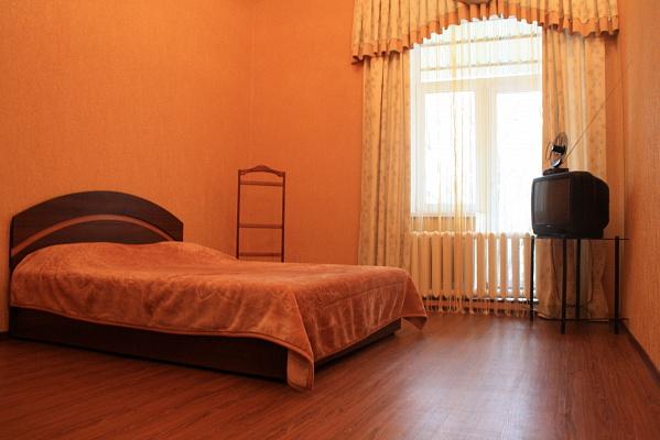 1-комнатная квартира посуточно в . Кировский район, пр-т Дмитрия Яворницкого, 109. Фото 1