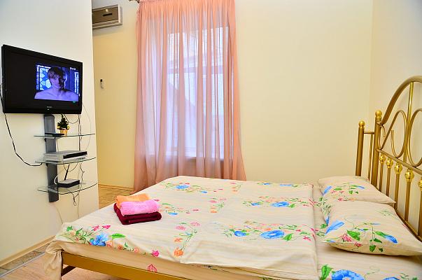1-комнатная квартира посуточно в Киеве. Печерский район, ул. Круглоуниверситетская. Фото 1