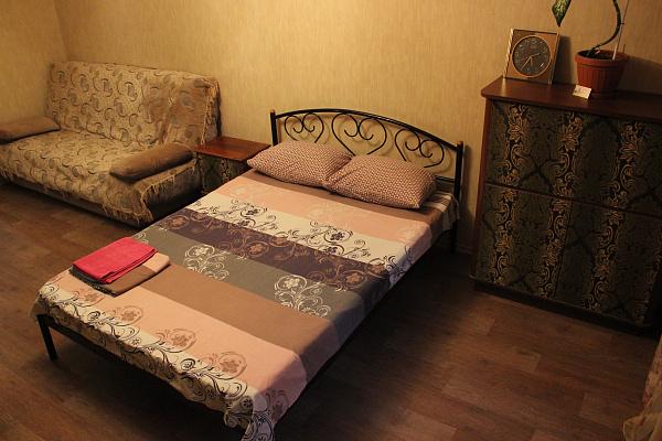2-комнатная квартира посуточно в Днепропетровске. Кировский район, пр-т Александра Поля, 115. Фото 1