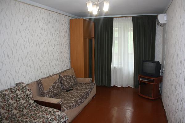 1-комнатная квартира посуточно в Ильичёвске. Данченко, 3в. Фото 1