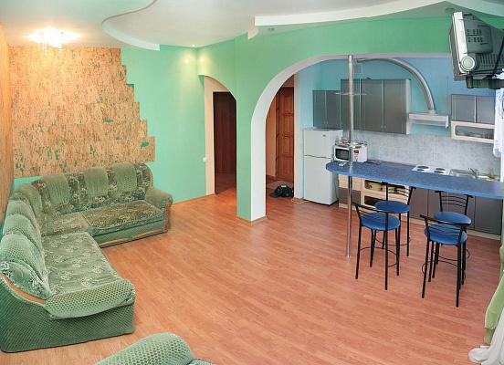 2-комнатная квартира посуточно в Днепропетровске. Бабушкинский район, ул. Комсомольская, 35. Фото 1