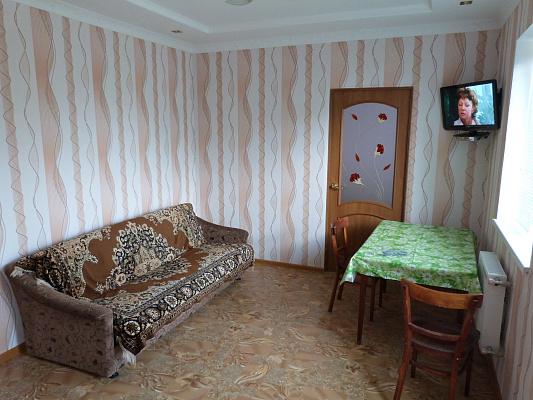 1-комнатная квартира посуточно в Евпатории. Евпатория п. Уютное, 16. Фото 1