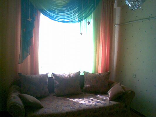 2-комнатная квартира посуточно в Киеве. Днепровский район, ул. Энтузиастов, 37. Фото 1