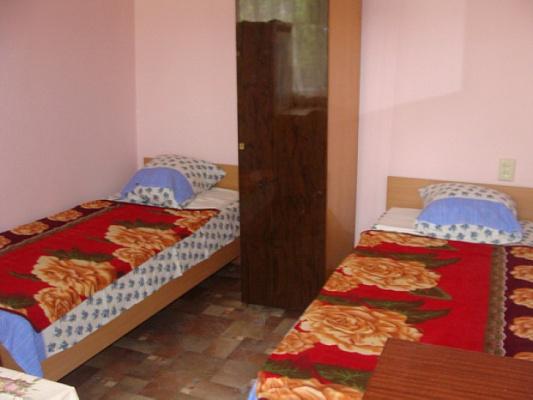 Комната  посуточно в Феодосии. ул. Федько, 75. Фото 1