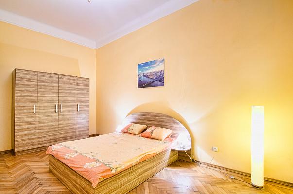 2-комнатная квартира посуточно в Львове. Шевченковский район, ул. Леонтовича, 1. Фото 1