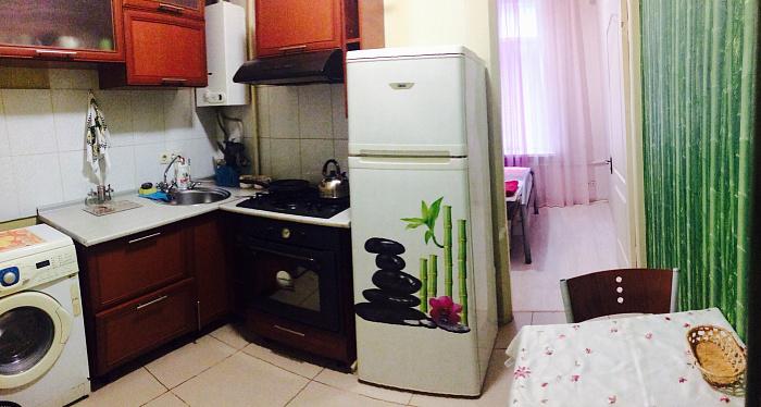 2-комнатная квартира посуточно в Днепропетровске. Кировский район, ул. Пастера, 12. Фото 1