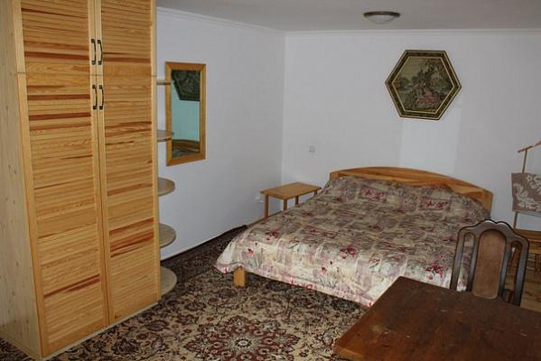 1-комнатная квартира посуточно в Ялте. Пироговская, 14. Фото 1