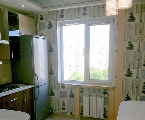 2-комнатная квартира посуточно в Черкассах. Юго-Западный район, Гайдара, 30. Фото 1