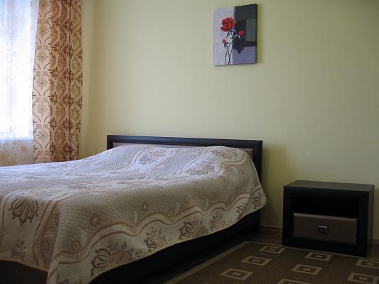 2-комнатная квартира посуточно в Ровно. ул. Льнокомбинатовская, 1. Фото 1