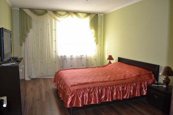 2-комнатная квартира посуточно в Львове. Галицкий район, ул. Ивана Федорова, 1. Фото 1