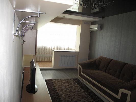 2-комнатная квартира посуточно в Керчи. ул. Вишневая, 1. Фото 1