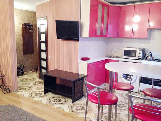 2-комнатная квартира посуточно в Чернигове. Новозаводской район, пр-т Мира, 12. Фото 1